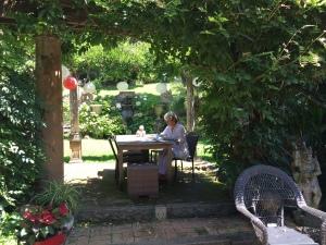 Libby in gardenn 2016